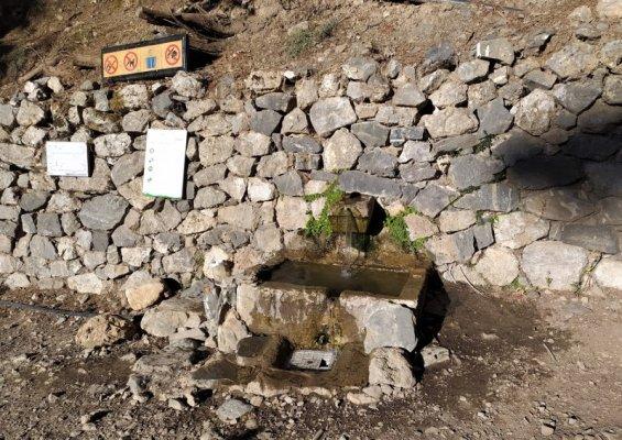 Fontana di acqua potabile alle Gole di Samaria a Creta