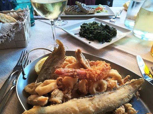 Piatto di fritto misto di pesce alla Trattoria al Mare di Caorle