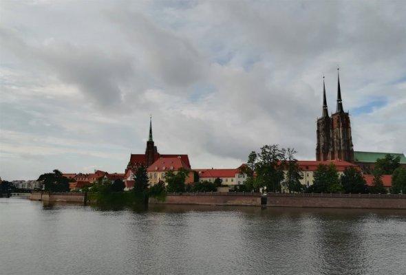 Una veduta del fiume Odra che bagna Breslavia