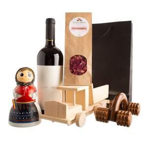 """Coș cu produse tradiționale meșteșugarești pentru întreaga familie """"CLIPE DRAGI"""""""