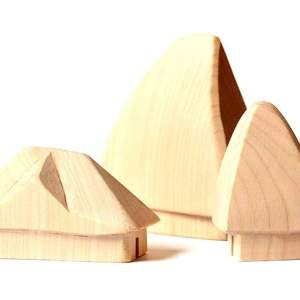 Căsuță tradițională din lemn nepictată