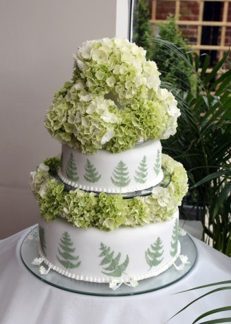 wedding cake green hydrangeas ferns