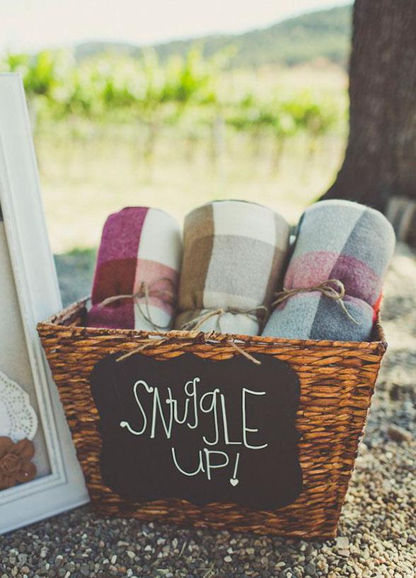 Wedding ideas | blanket favors fall winter