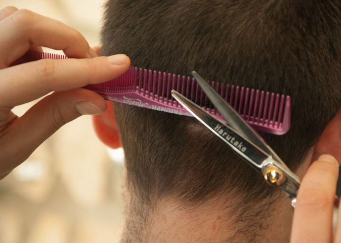 Start a small mobile hairdressing or barber business