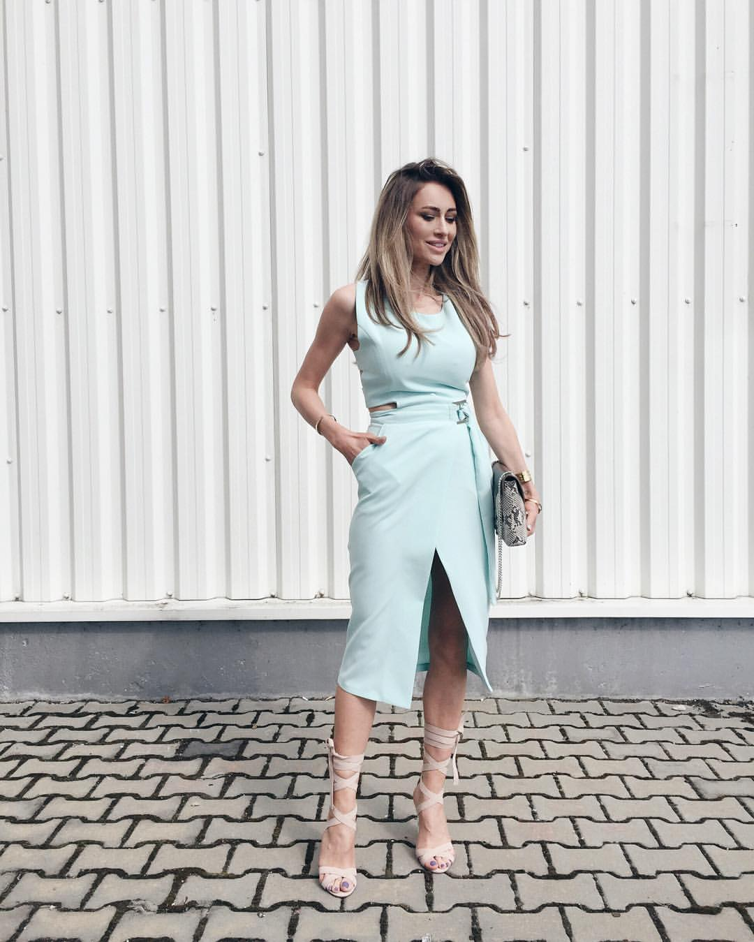 Ce putem face vara cand copii sunt in vacanta - I M Wearing A Stada Boutique Dress And Public Desire Heels