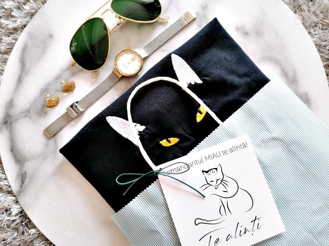 """Te alinți"" – brand românesc de tricouri brodate"