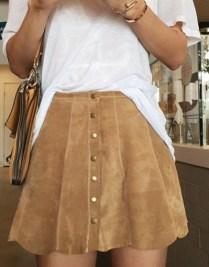 H σουέντ φούστα είναι μια ιδανική επιλογή
