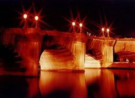 250px-Pont_Neuf_emballé_par_Christo_(1985)