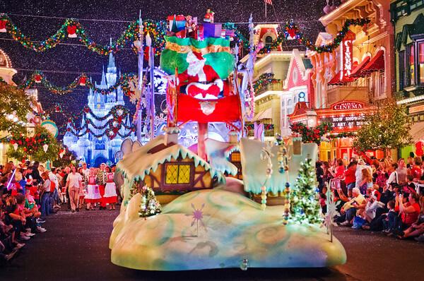 La magia del Natale a Disneyland Paris, uno migliori parchi divertimento di Parigi e della Francia