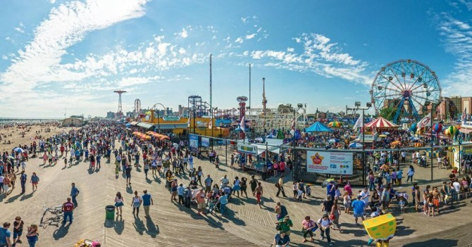 Il parco divertimenti e luna park Coney Island a New York