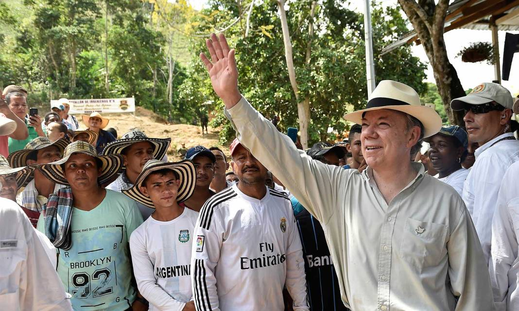 Recorrido del Presidente por Puerto Valdivia, en Antioquia, donde revisó los planes de ocupación y fortalecimiento social en antiguas zonas de conflicto. Además respaldó las iniciativas de sustitución junto a la Gobernación de Antioquia.