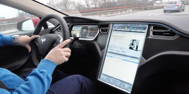 Touchscreen als zentrales Element im Tesla S