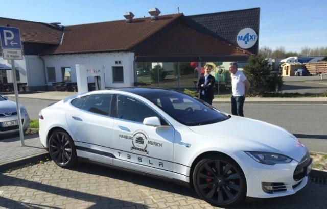 Tesla Supercharger Rühden