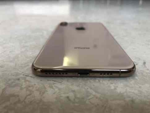 Gold iPhone XS Max Unboxing Photos