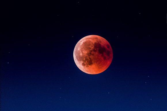 5 июня состоится необычное затмение. На небе появится Клубничная Луна