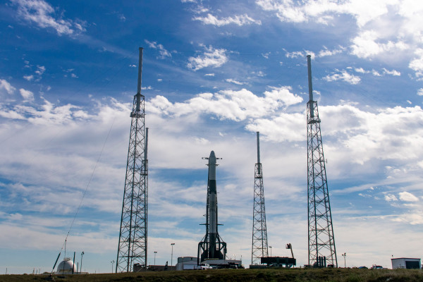 Watch SpaceX launch the last of its original Dragon ...