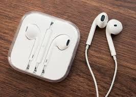 ceb4f3a635f Apple EarPods – Auriculares in-ear (con micrófono, control remoto  integrado), blanco