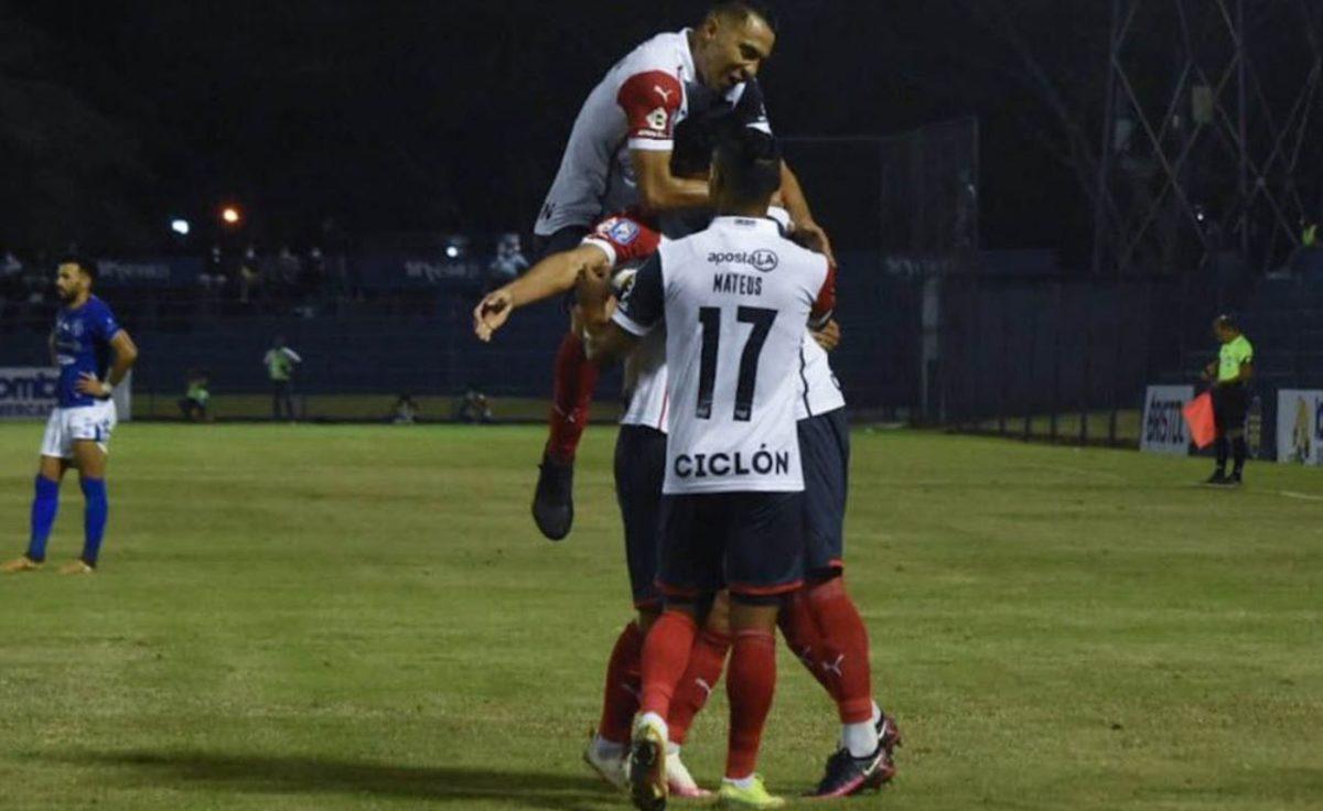 Cerro Porteño debutó ganando e impuso su calidad individual