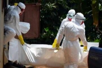 Integrantes del Contingente Internacional de Médicos Especializados en Situaciones de Desastre y Graves Epidemias de Cuba trabajan en África.