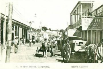 Calle principal de Caimanera en la década de 1920.