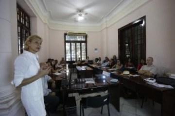 """Sesiones del Taller de periodismo sobre """"Los objetivos del milenio"""" , organizado por el Instituto Internacional de Periodismo y la colaboracion de la oficina de Naciones Unidas(ONU), FAO y la Agencia Inter Press Servive (IPS),en la sede del  Instituto Int"""