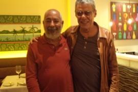 Padura junto a Chicho Buarque en Brasil