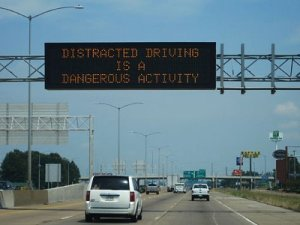 512px-I-55_I-40_West_Memphis_AR_distracted_driving_warning_sign