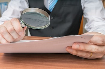 contract-businessman-magnifying-glass