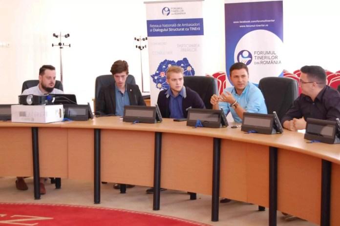 Forumul Tinerilor din România: Portrete de tineri implicaţi