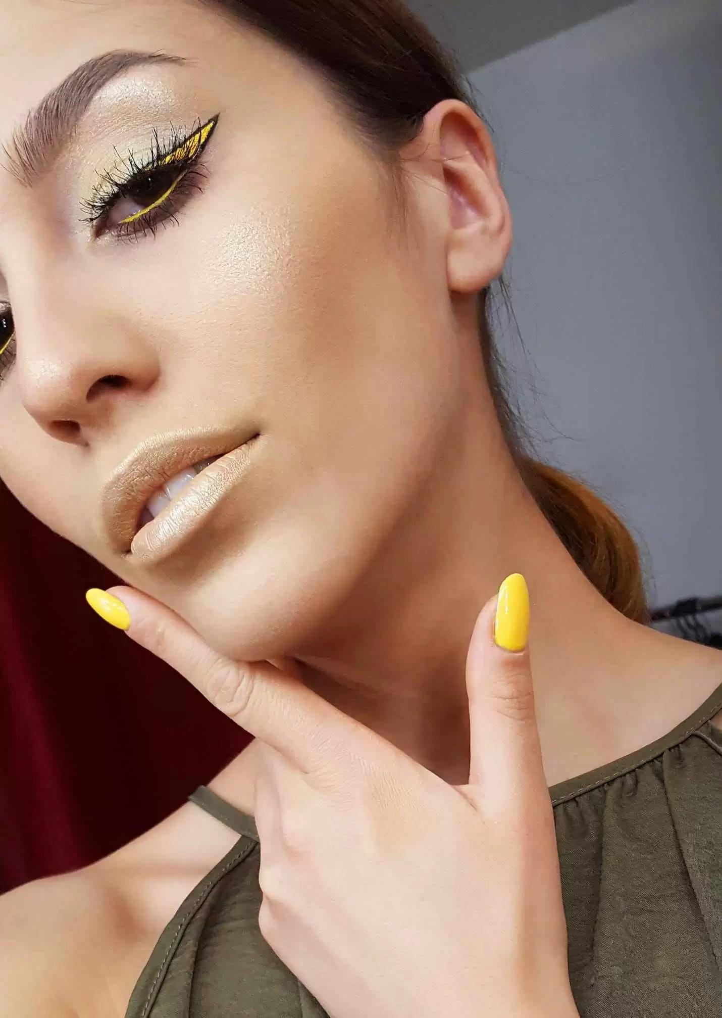 Lecție de make-up cu make-up artistul Andreea Ghencea