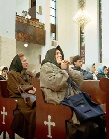 Iranian Christians praying in a Tehran church on Christmas (image courtesy of www.iranian.com).