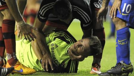 تيفيز يتسبب بكسر في فك حارس مرمى أرجنتيني