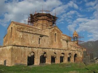 Վիճահարույց թանգարան` Օձունի եկեղեցու բակում