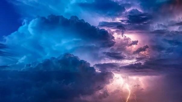 Nuvole luminose che proteggono dai raggi solari