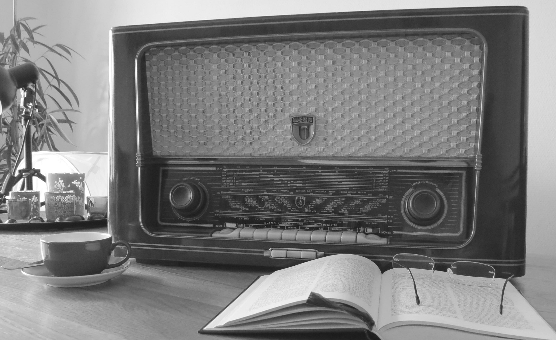 Article-Image-Old-Radio