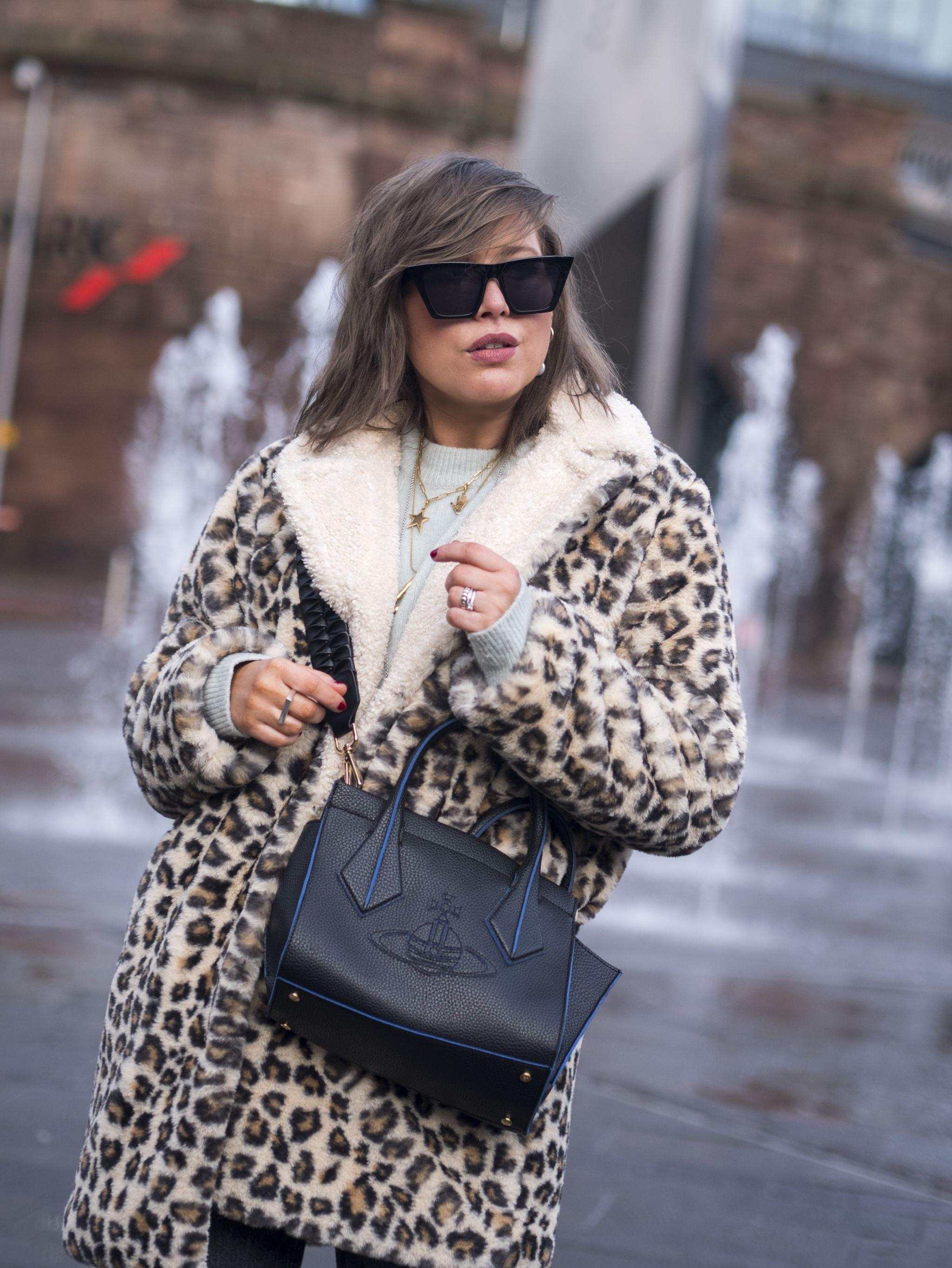 manchester fashion blogger, manchester blogger , manchester bloggers, Teddy  Coat, Styling coat , Louis Vuitton bag, Speedy 35 bag