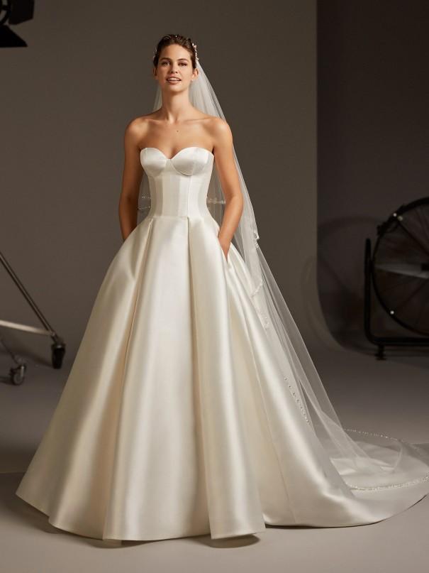 Vestiti-da-sposa-principeschi-con-gonna-ampia
