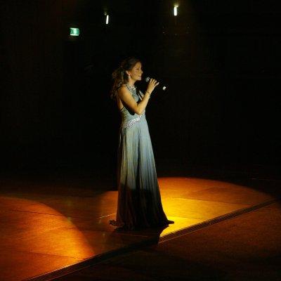 Nederlandse-zangeres-Irene-de-Raadt-CSI-Concours-Hippique-Prins-Albert-van-Monaco
