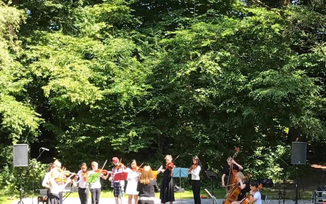 Jureren bij het Vaderdagconcours in Openluchttheater Elsrijk
