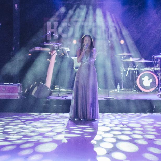 Bank Mendes Gans Irene de Raadt vocalist opening act soprano sopraan zangles Amstelveen Amsterdam vocal lessons