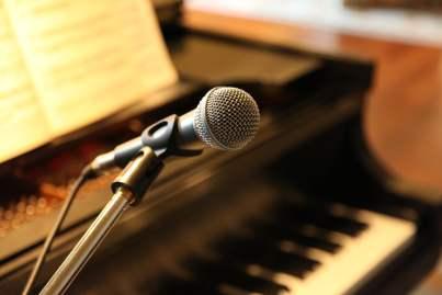 Piano en microfoon