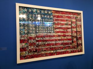 Via Muniz: Three Flags, After Jasper Johns (Pictures of Magazines 2), 2014.