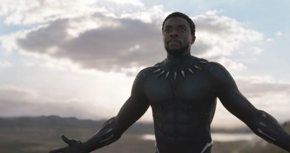 Chadwick Boseman als Black Panther als König T'Challa von Wakanda