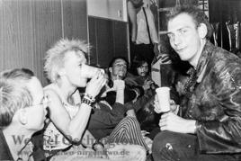 Wende 1989 Magdeburg  |  OA der Kirche in der Albert-Vater-Straße  | Punkkonzert