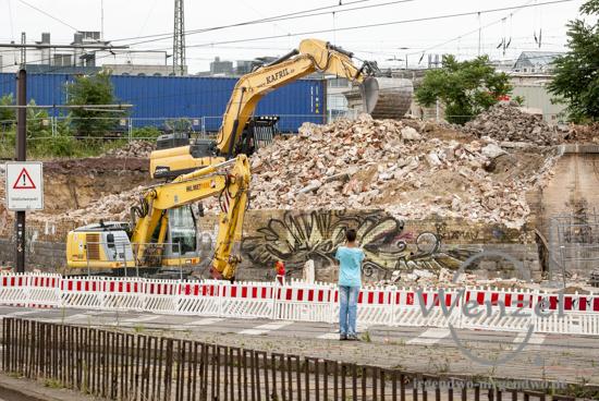 Baustelle City-Tunnel Magdeburg – Abrissarbeiten  – Bagger stellen die notwendige Baufreiheit her