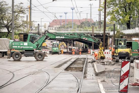 Baustelle City-Tunnel Magdeburg – Arbeiter legen das Gleisbett frei