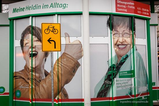 """MVB-Slogan """"Mit uns bleiben Sie beweglich"""" könnte übersetzt bedeuten: """"Gehen Sie zu Fuß oder nehmen Sie das Rad""""!"""