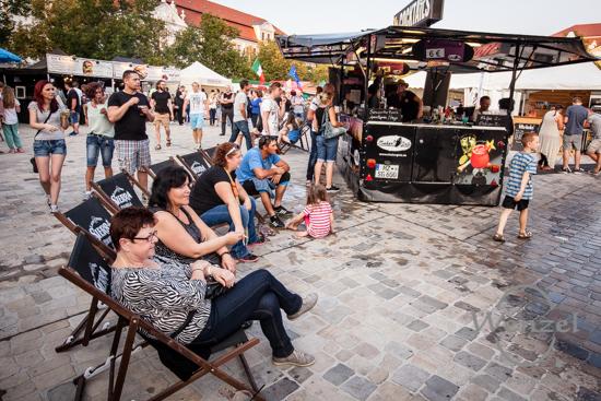 Street Food Open Air, Magdeburg, Domplatz, internationale Küche, Burger-Meister –  Foto Wenzel-Oschington.de