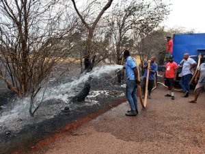 Green commends truckers, citizens who helped put out bush fire in Flagaman