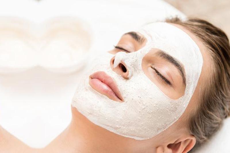 come-scegliere-la-maschera-viso-piu-adatta-alla-propria-pelle-iris-shop